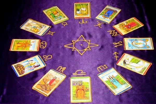 tirada rueda astrológica-tarot Marsella